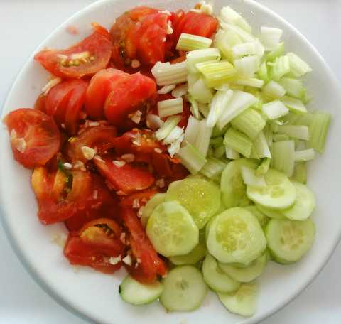 Simple salad with tomato and cucumber