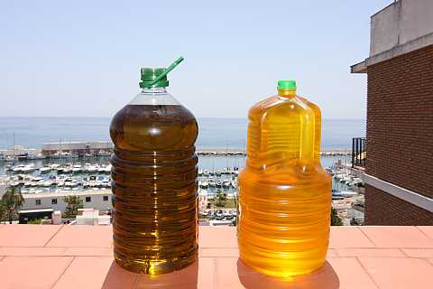 The olive oil, King of the Mediterranean Diet, can have different colours