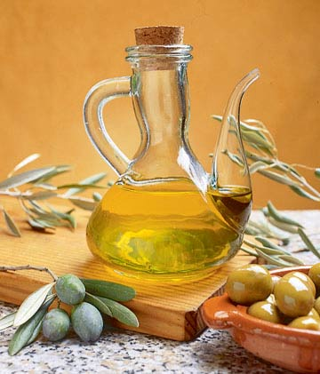 The olive oil, the base of the Mediterranean Diet